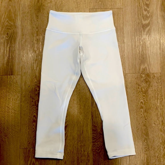 Lululemon Size 2 Align Crop White